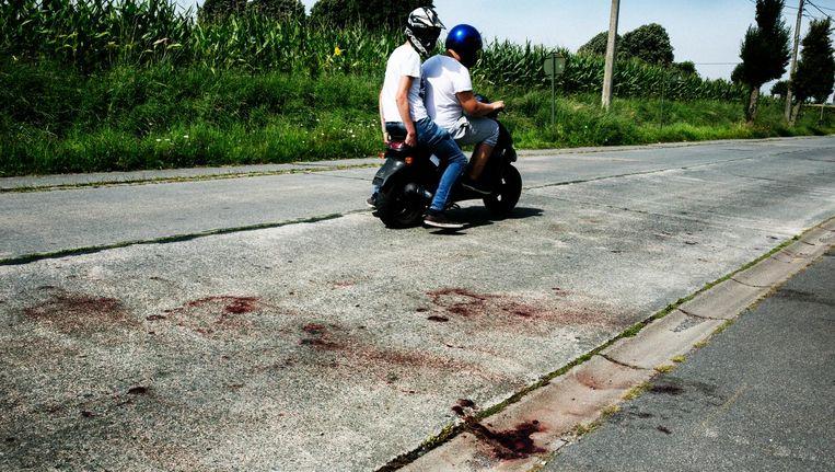 Bloedsporen op de plek van de moord in Dadizele. Beeld tim dirven