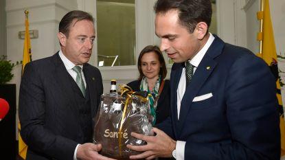"""Staan onderhandelingen voor nieuwe Vlaamse regering op een laag pitje? """"De Wever temporiseert"""""""