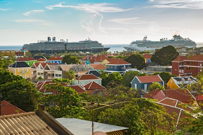 Cruiseschepen liggen nog steeds voor de kust van Curaçao maar zonder passagiers.