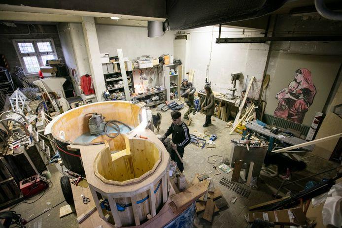 In 2016 dreigde ontruiming van het pand aan de Vliertstraat. Op de foto is een atelier te zien. De afgebeelde persoon heeft niets te maken de aangekondigde ontruiming.