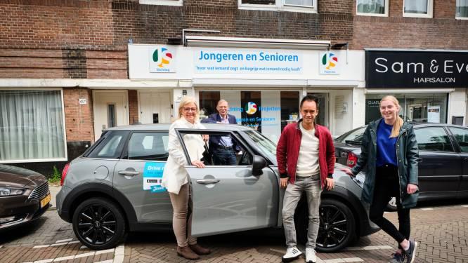 Eenzame ouderen kunnen vaker op pad, dankzij de deelauto van Juuve