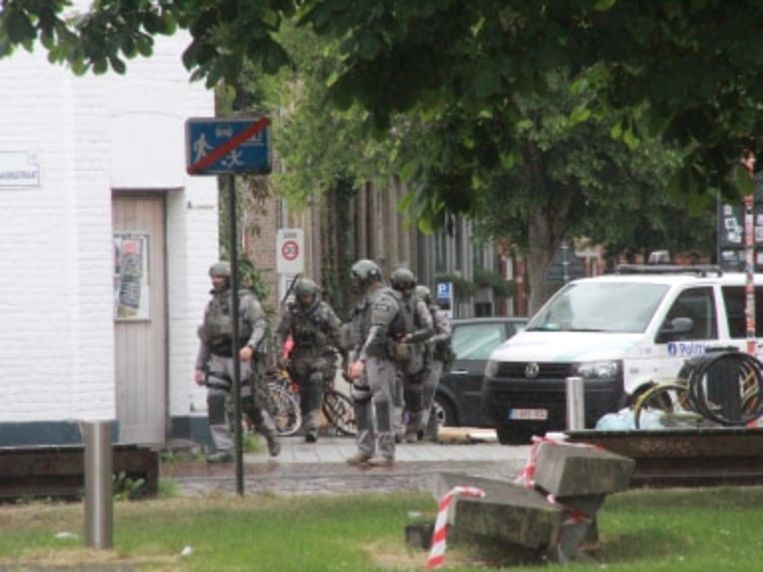 Om 14.30 uur werd de man overmeesterd en weggebracht.