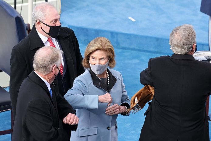 Laura Bush begroet senator Dick Durbin