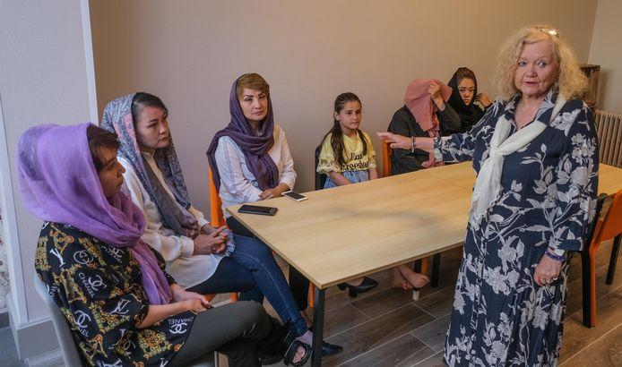 Jennie Vanlerberghe, voorzitter Moeders voor Vrede, is blij dat haar medewerksters veilig zijn.