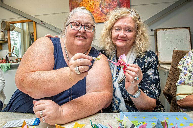 Kathy Vandamme van Studio Brikat samen met Stadens ereburger Jennie Vanlerberghe.