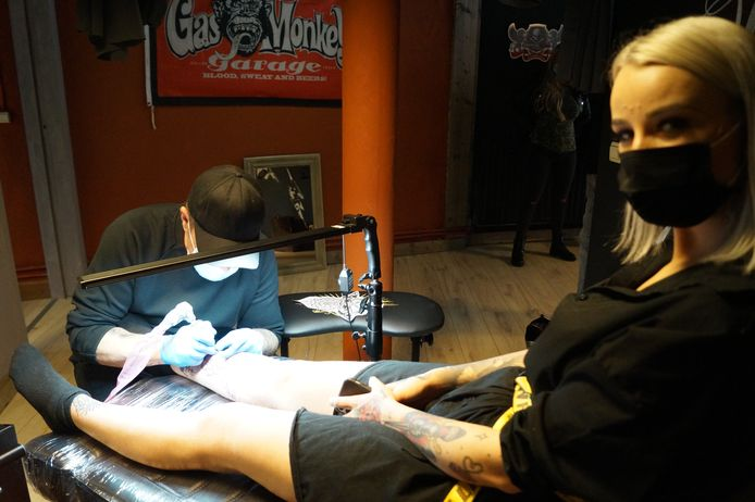 Miss Tattoo Joy Vanmellaerts heeft er een nieuwe tattoo bij
