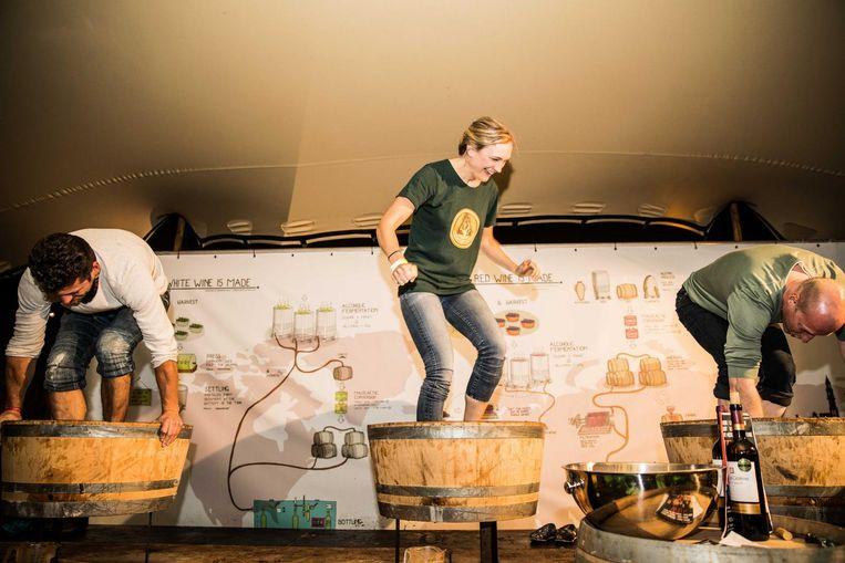 Stroop je pijpen op en stamp je eigen wijntje! Beeld Amsterdam Wine Festival