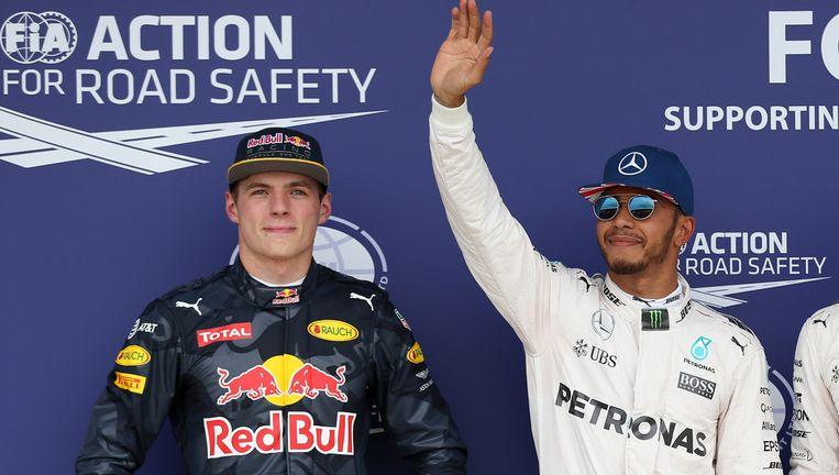 Verstappen (links) naast Hamilton en Rosberg. Beeld reuters