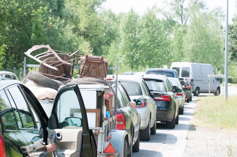 Stad en intercommunale willen voorkomen dat aan het containerpark lange wachtrijen ontstaan.