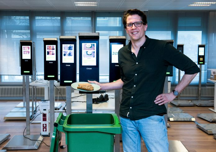 Olaf van der Veen van het bedrijf Orbisk, dat intelligente scanapparatuur tegen voedselverspilling voor de horeca maakt.