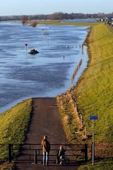 Waterschap vreest dijkschade door hoogwatertoeristen