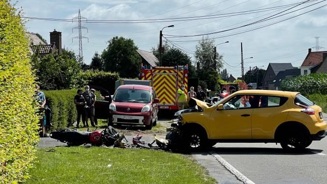 Motorrijder zwaargewond bij botsing tegen indraaiend voertuig in Deerlijk