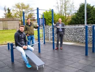 'Street work-out'-installatie met monkeybars en bench aan BO voetbalclub Beerzel