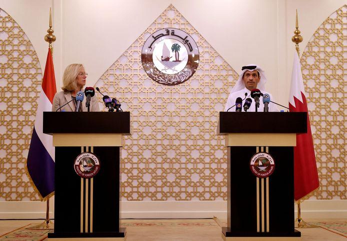 Sigrid Kaag tijdens een persconferentie die ze samen met haar Qatarese evenknie sjeik Mohammed bin Abdulrahman al-Thani gaf in Doha.
