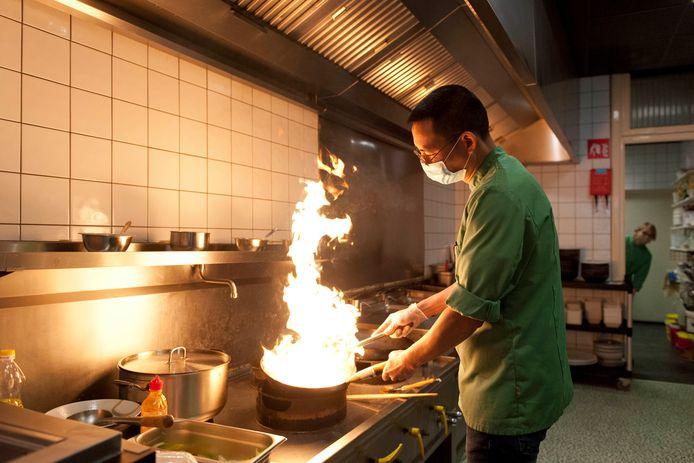 De trotse eigenaar Mr. Tran Khanh Tung is on fire in zijn keuken