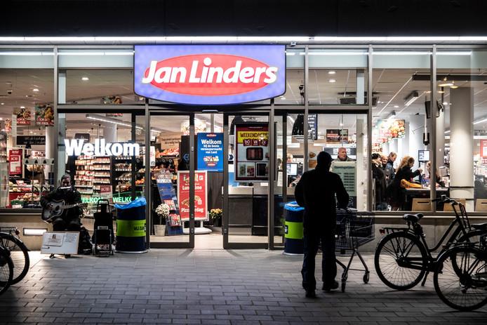 Bij de Jan Linders in Lent (Nijmegen) zijn geen beveiligers voor de deur te zien. Vermoedelijk is er in het pand wel beveiliging aanwezig.