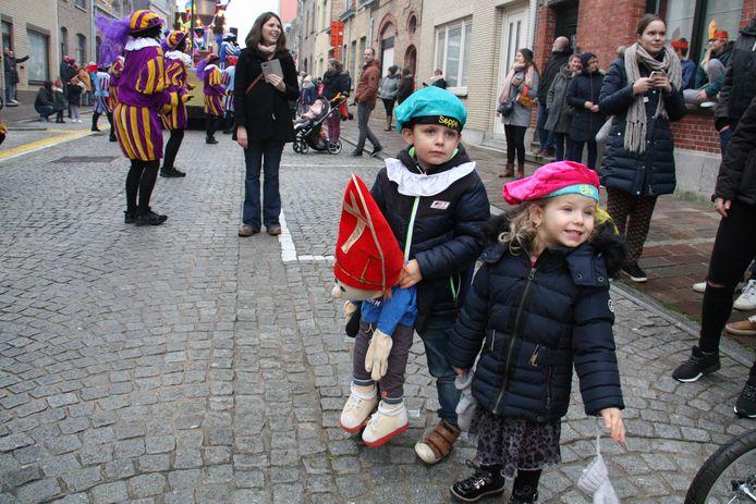 Seppe en Ella kijken uit naar de Sint.