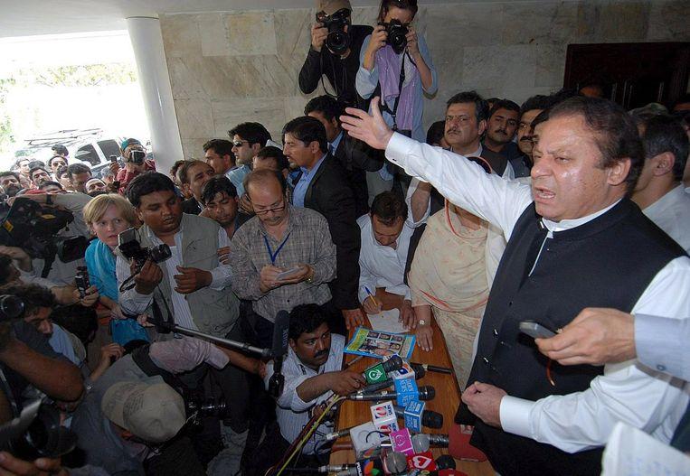 Sharif (foto) had gedreigd met 'een lange mars op Islamabad' als zijn politieke rivaal, president Asif Ali Zardari, Chaudry niet zou rehabiliteren. Foto EPA Beeld