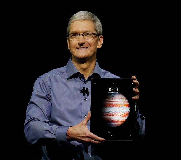 Tim Cook toont de nieuwe iPad Pro. Beeld EPA