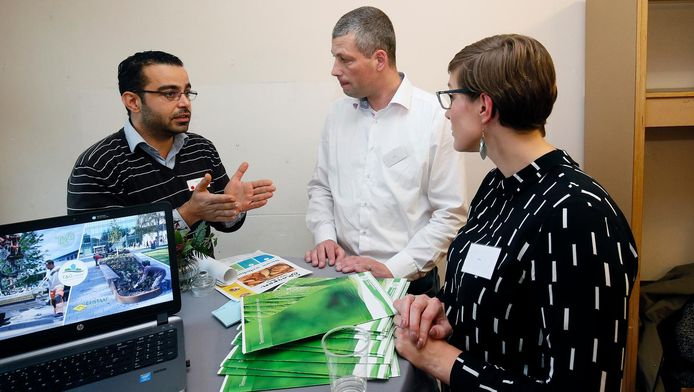 Majd Sayegh (l) vindt werk in groenonderhoud bij T&G.