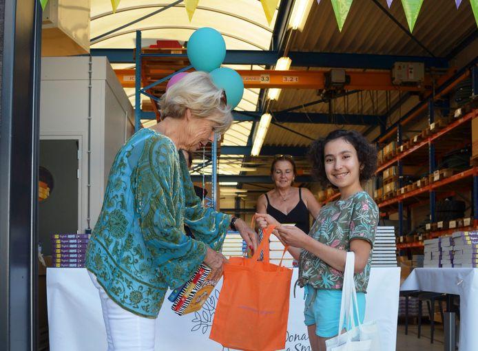 De 10-jarige Hala is een van de kinderen die vandaag een gratis boekenpakket ophalen in Apeldoorn.
