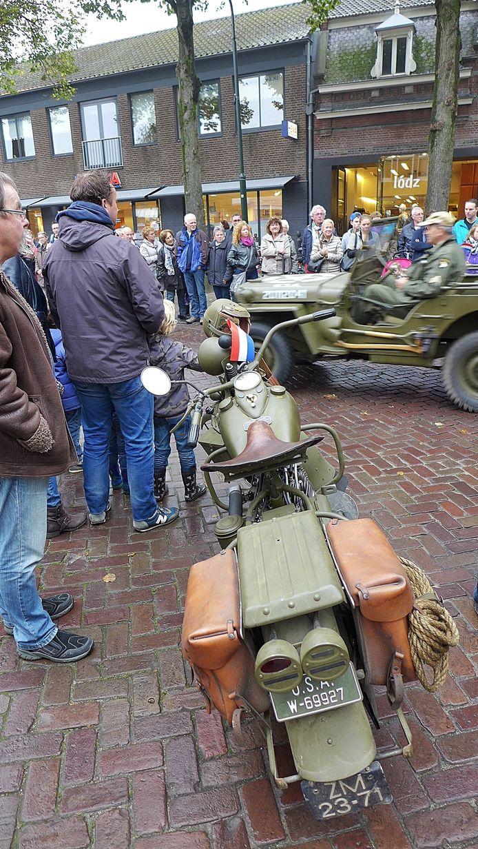 De voertuigen van Keep Them Rolling gaan vandaag rond 11.30 uur op weg van De Lind in Oisterwijk, via Moergestel naar het Willemsplein in Tilburg