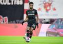 Nieuwkomer Timothy Fosu-Mensah wil meteen de Europa League winnen met Leverkusen.