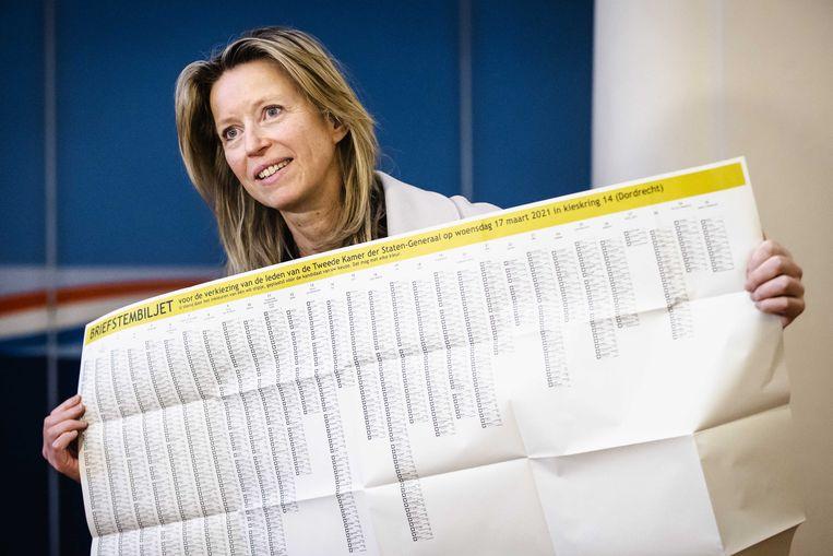 Minister van Binnenlandse Zaken Kajsa Ollongren. Met dit formaat stembiljet kun je een kleine kinderkamer behangen. Beeld ANP