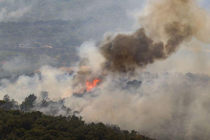 Un'immagine di un incendio boschivo nella contea di Var.