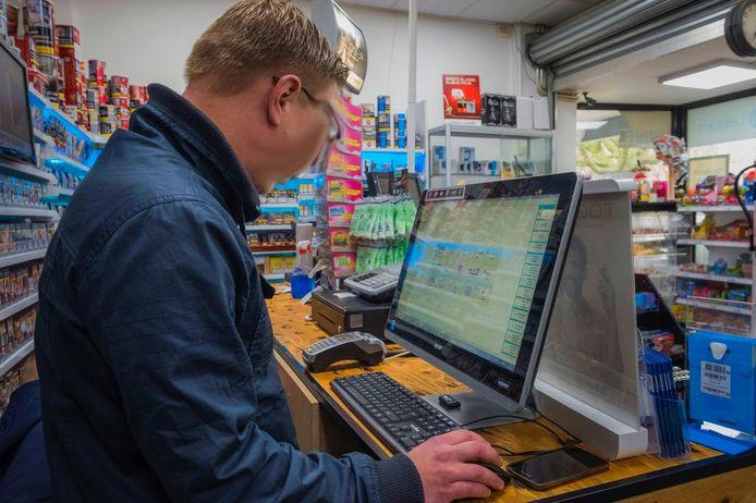 Inval in Haagse panden om bende in illegaal gokken op te pakken