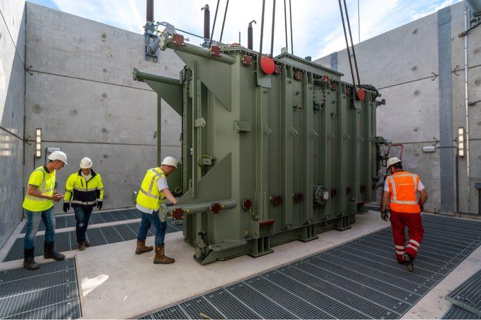 De transformator die staat bij het elektriciteitsstation De Weel bij Alkmaar. Een soortgelijke transformator is in Borculo geplaatst.