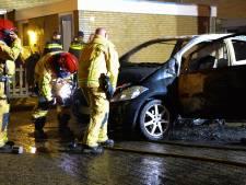 Auto gaat in vlammen op in Helmond, brandstichting niet uitgesloten