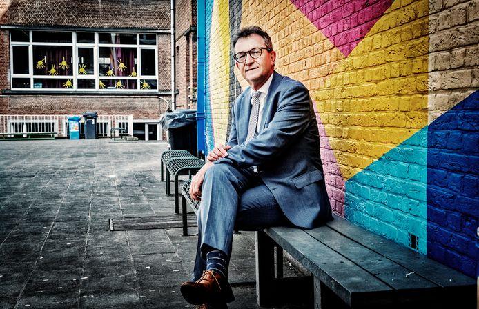 """Lieven Boeve, directeur-generaal van Katholiek Onderwijs Vlaanderen, denkt er niet aan om buitenlandreizen weer uit te stellen. """"We willen iedereen die zich heeft laten vaccineren maximaal laten profiteren en we hopen dat anderen zich ook in regel stellen."""""""