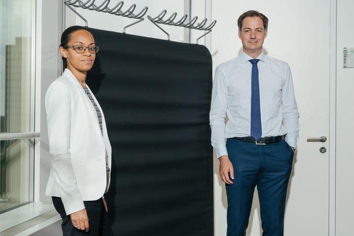 Politicologe Nadia Nsayi en vicepremier Alexander De Croo: 'Natuurlijk zeggen sommigen: 'We hebben daar ook goede dingen gedaan.' Als dat zo was, dan had dat vooral één doel: een economisch win-winperspectief.'
