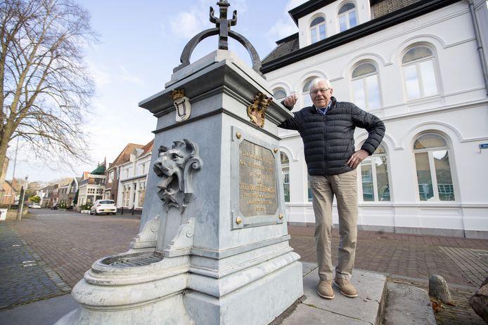 Henk Steinmeijer bij 'zijn' stadspomp