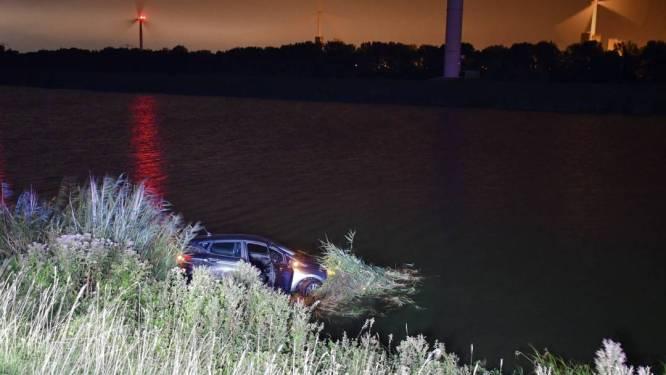 Automobilist gewond bij eenzijdig ongeval op Oesterdam