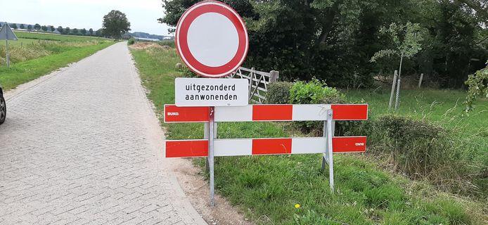 De Dennenkamp is alleen toegankelijk voor aanwonenden.