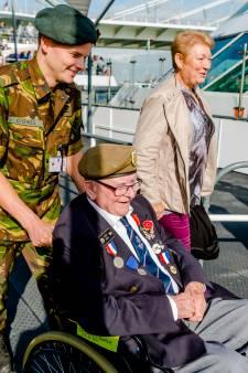 WOII-held vol emotie bij weerzien met uit zijn as herrezen Rotterdam