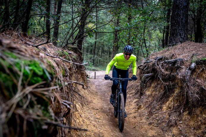 Een vignet voor mountainbikers om daaruit het onderhoud van routes te betalen ziet de Woensdrechtse gemeenteraad niet zitten. Er volgt een gesprek met Grenspark Kalmthoutse Heide.