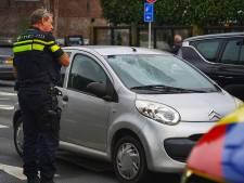 Fietser en automobilist botsen op kruising in Tilburg