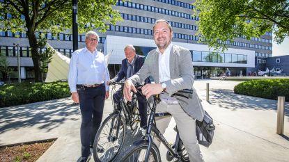 Personeel AZ Sint-Jan krijgt na jaren wachten eindelijk fietsvergoeding (en dat betekent meer plaats op parking)