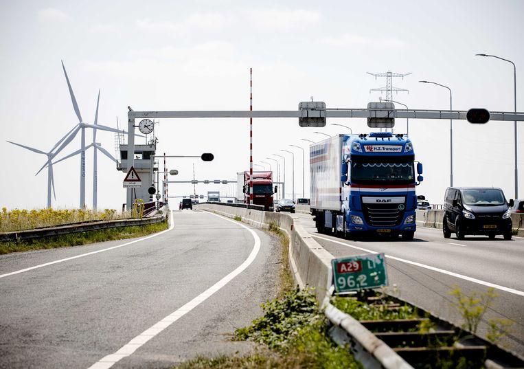 De Haringvlietbrug fungeert als een 'aorta' voor de omgeving. Beeld ANP