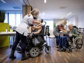Verpleeghuizen versoepelen nauwelijks maatregelen, grote zorgen om welzijn ouderen