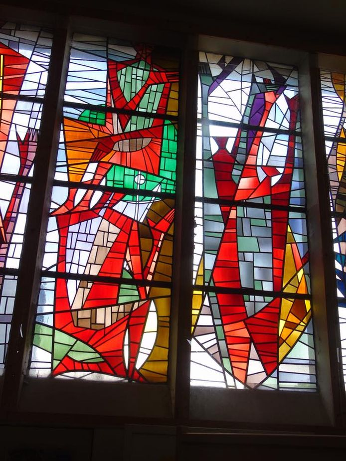 Glasramen in de kapel van het rusthuis Sint-Job