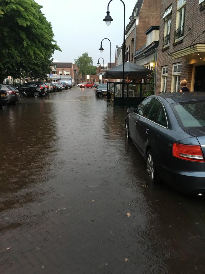 Ook de Ridderhof in Oss stond dinsdagavond blank door regenval.