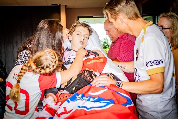 Binnen 24 uur regelde FC Utrecht dat de laatste wens van Seb Huismann (11) in vervulling kon gaan; nog één keer in het stadion van FC Utrecht kijken. Samen met zijn ouders en zijn zusje Lizy kon hij het speelveld bekijken vanuit de Directors Lounge Sky Box.