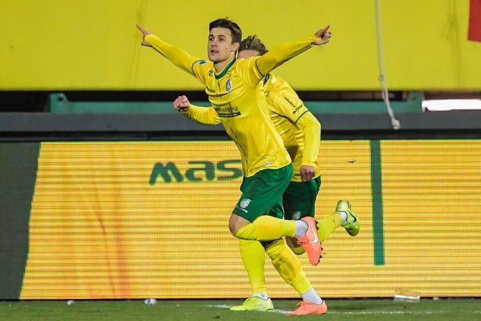 Damascan viert één van zijn twee goals tegen RKC.