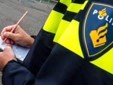 Wijkagent raakt de tel bijna kwijt: taxibus vervoert 29 in plaats van 7 mensen
