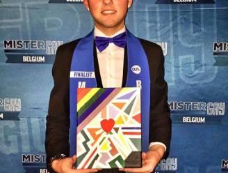 'Mister Gay Belgium'-finalist (19) krijgt kopstoot op bus