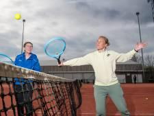 Apeldoornse tennisclubs willen ouderen de baan op krijgen
